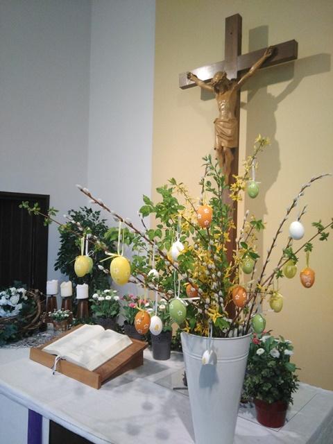 Foto Altar und Kreuz Dreieinigkeitskirche